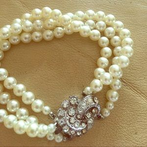 Jewelry - Pearl and rhinestone bracelet
